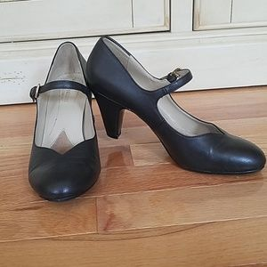 Naturalizer Mary Jane Shoes Size  6 1/2